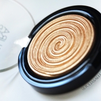 Laura Geller: Baked Gelato Swirl Illuminator in Gilded Honey