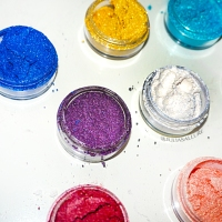 MAKEUP ADDICTION COSMETICS: NEW PIGMENTS AND HIGHLIGHTERS