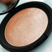 "BECCA COSMETICS X JACLYN HILL SHIMMERING SKIN PERFECTOR ""CHAMPAGNE POP"""