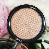 "Maybelline FaceStudio Master Chrome Metallic Highlighter ""Molten Gold"""